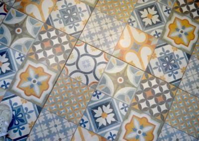Décoration de cuisine au Rouret par Maison Modèle, Home stager Expert et Décoratrice UFDI à Antibes 06 : Carrelage coloré façon carreaux de ciment