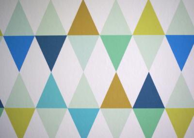 Décoration chambre de bébé à Vence par Maison Modèle, Home stager Expert et Décoratrice UFDI à Antibes 06 : papier peint arlequin