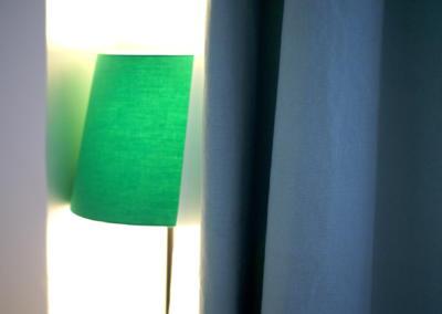 Décoration chambre de bébé à Vence par Maison Modèle, Home stager Expert et Décoratrice UFDI à Antibes 06 : Petite lampe verte