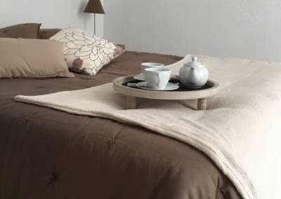 Home Staging Bien Vide La Colle sur Loup (06) Chambre meublée et décorée, par Maison Modèle, Home Stager & Décoratrice UFDI à Antibes 06 - petit déjeuner au lit