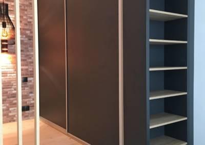 Rénovation Studio NICE Alcôve Après, par Sylvie Aldebert, Décoratrice UFDI à Antibes 06 - Grand dressing avec portes coulissantes