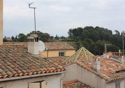 Home Staging Maison Vide Biot - Vue sur les toits du village de Biot depuis la suite parentale, par Maison Modèle, Home Stager & Décoratrice UFDI à Antibes 06