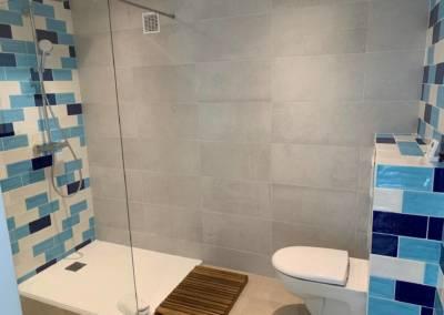 Aménagement d'un sous-sol de maison – Tanneron (Var) Salle d'eau Après, par Sylvie Aldebert, Décoratrice UFDI à Antibes 06 - patchwork de carrelage