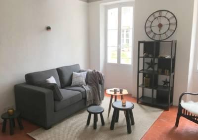 Home Staging Bien Vide La Colle sur Loup (06) Séjour meublé et décoré, par Maison Modèle, Home Stager & Décoratrice UFDI à Antibes 06 - un coin salon cosy