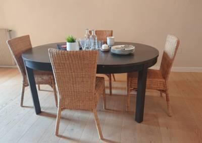 Home Staging Maison Vide Biot - Zoom sur la table à manger, par Maison Modèle, Home Stager & Décoratrice UFDI à Antibes 06